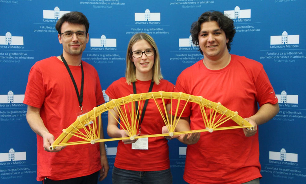 UL FGG students built a spaghetti bridge with 105.86 kg of load-carrying capacity
